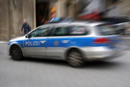 Neukirchen-Vluyn - Bewaffneter Raub auf Tankstelle, Polizei sucht Zeugen