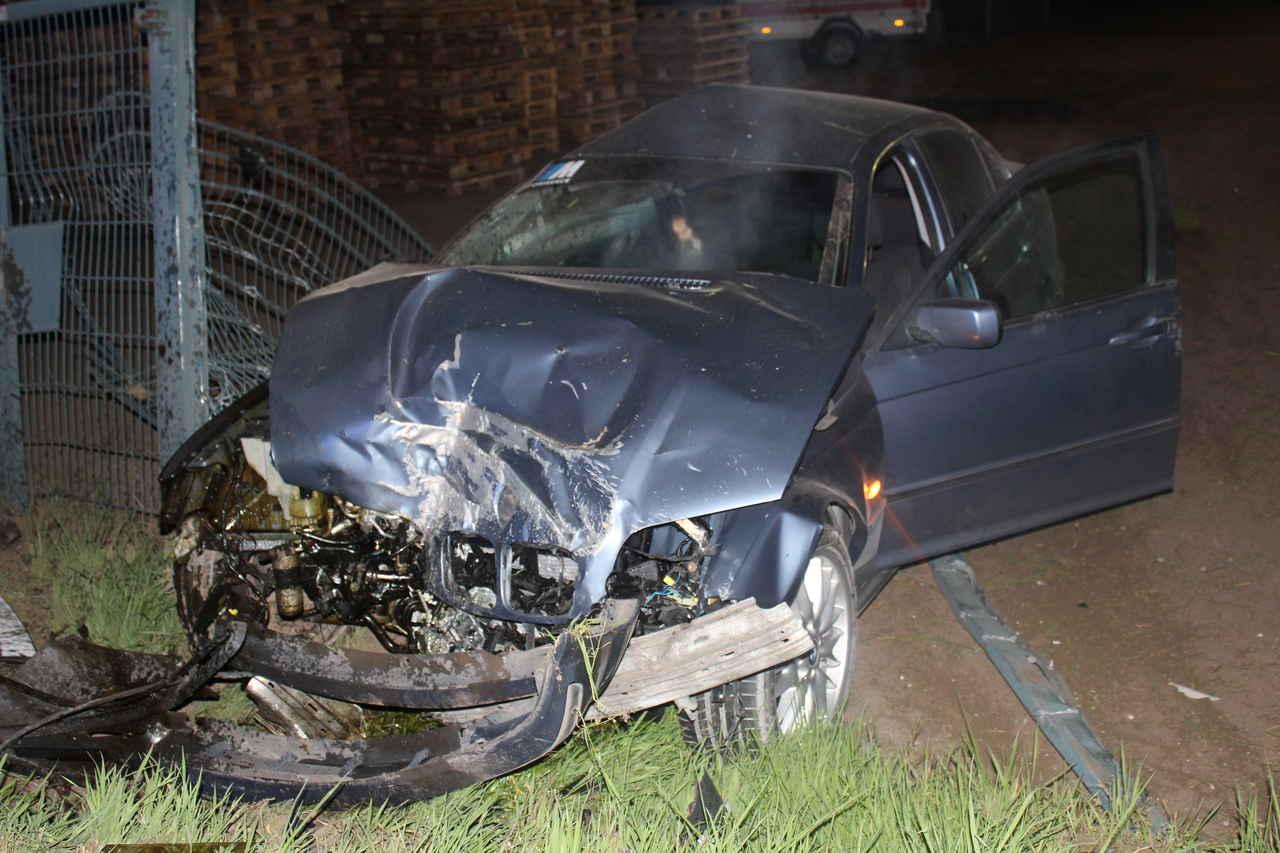 Betrunkener BMW-Fahrer prallt vor Gasverteiler