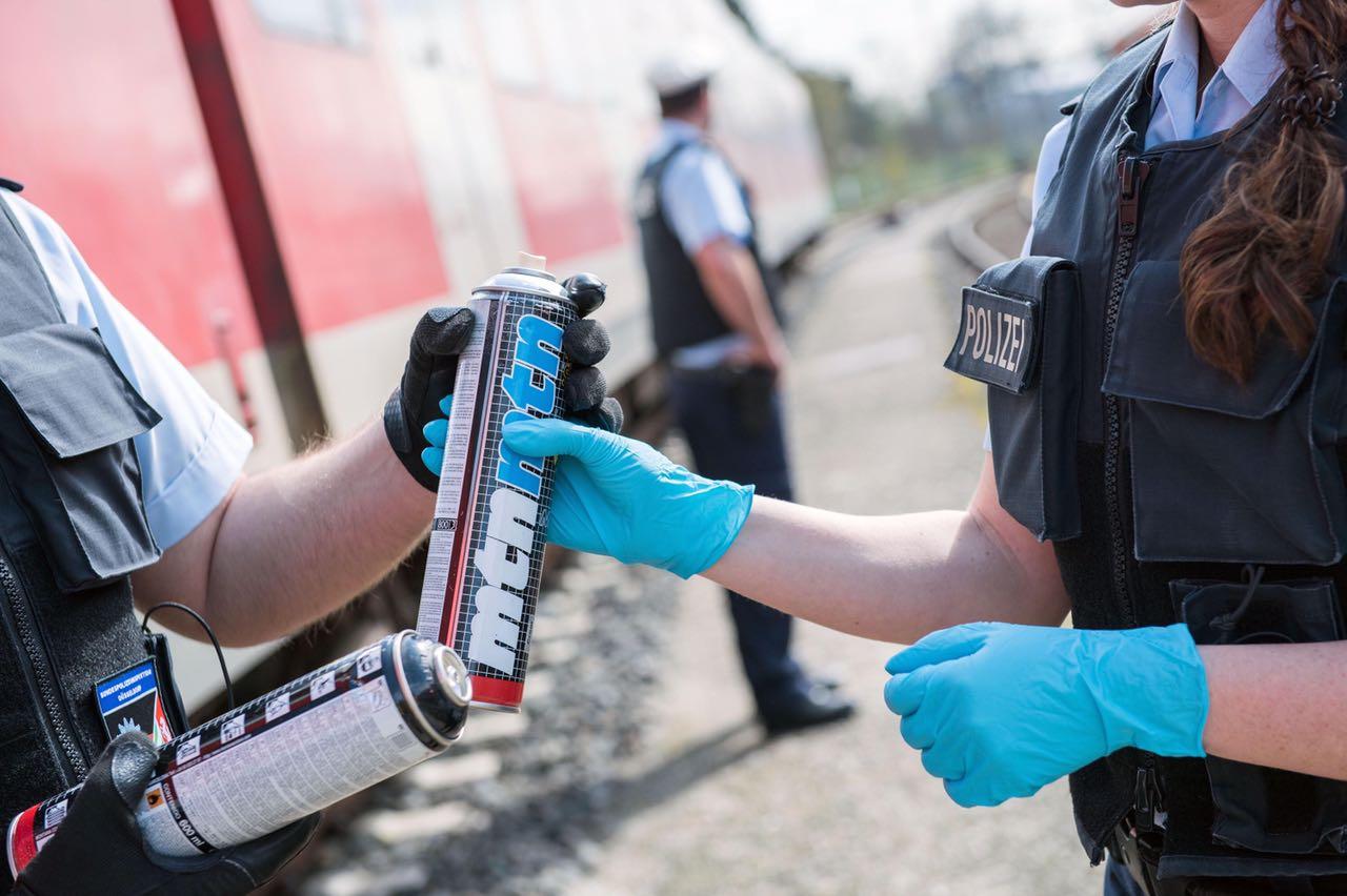 Graffitisprayerin gestellt - Bundespolizei leitet Ermittlungen ein