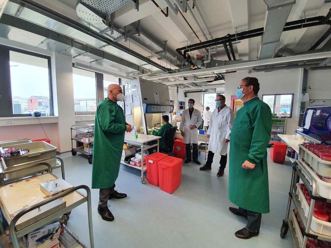 Schneider und Yetim kritisieren fehlenden Schutz von Mitarbeiterinnen und Mitarbeitern des Bioscientia Labors